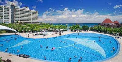 沖縄家族旅行 ルネッサンス ホテル 「屋外プール」