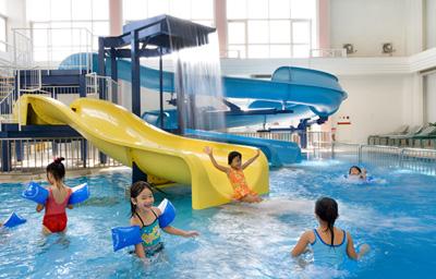 沖縄家族旅行 ルネッサンス ホテル 「屋内プール」