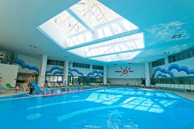 沖縄家族旅行 リザンシー 「屋内プール」