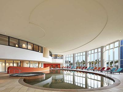 シェラトン沖縄「屋内プール」