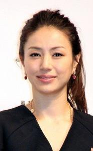 井川遥さんのまとめ髪カタログ02