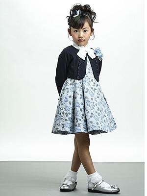 入学式の女の子のスーツ「BEBE」01
