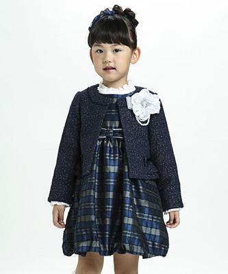 入学式の女の子のスーツ「BEBE」02
