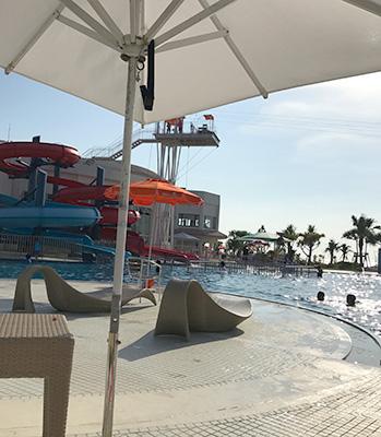 シェラトン沖縄夕方の海プール