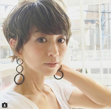 40代モデルのヘアスタイル「畑野ひろ子」さん」