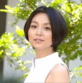 40代女優の髪型「本上まなみさん」01